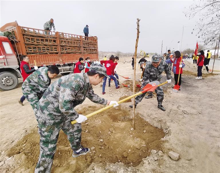 皋兰县千人植树绿化家园 今年计划义务植树20万株