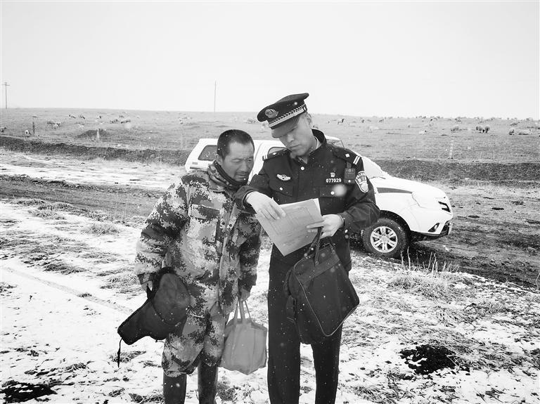 """张掖:民警变身""""医保人员"""" 每月替交通不便群众报销医药费"""