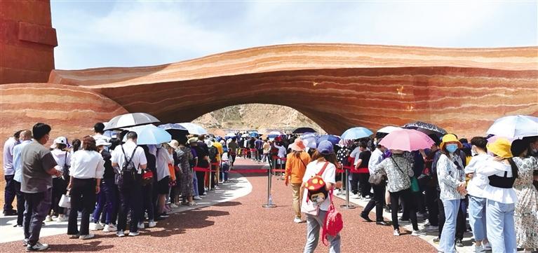 """""""五一""""假期接待游客1690万人次 甘肃省实现旅游总收入104.5亿元"""