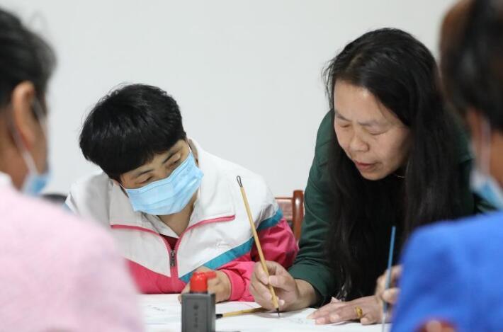 河北隆尧:工笔画培训助残就业