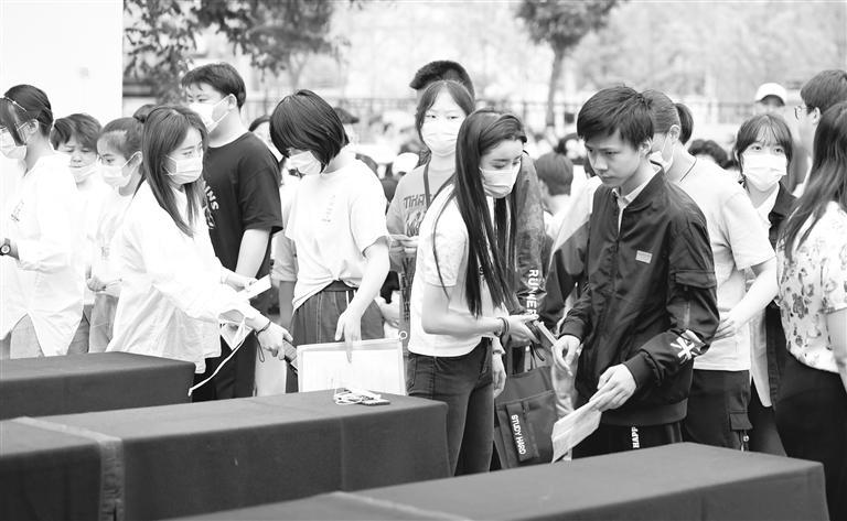 2021高考大幕今日开启 甘肃19.6万名学子赴考