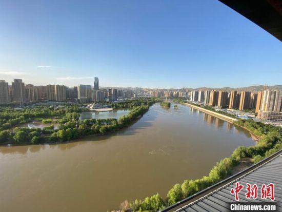 海外华文媒体登黄河楼:江南婉约与西北豪放结合