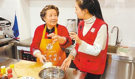 """居家养老托起幸福""""夕阳红""""——甘肃建设多元养老服务体系让老年人安度晚年"""