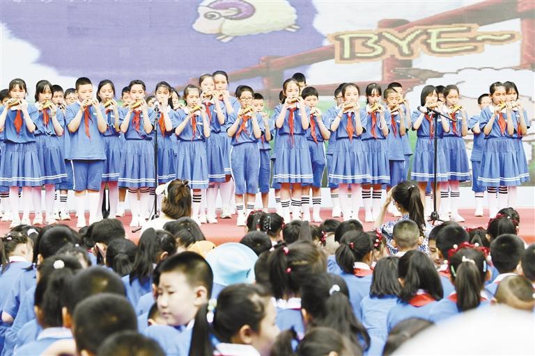兰州通渭路教育集团中山分校陶笛音乐会吹响爱国情