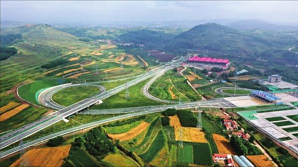 甘肃基本建成东进西出南拓北展公路主骨架 6条公路即将通车惠及沿线500万群众