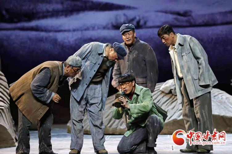话剧《八步沙》晋京献礼演出载誉归来 汇报演出再次感动家乡人民