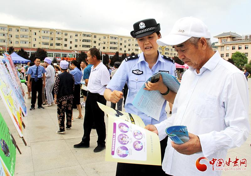 平凉市灵台县开展反邪教集中宣传日活动