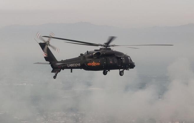第83集团军某旅首次投入直-20参与防汛救灾任务