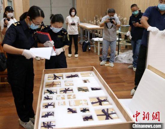 37国和地区古玻璃文物亮相莫高窟 集中展现丝路文化交流互鉴史