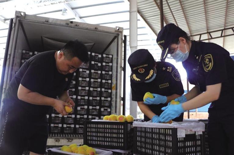 甘肅省首單跨境電商B2B直接出口貨物順利通關