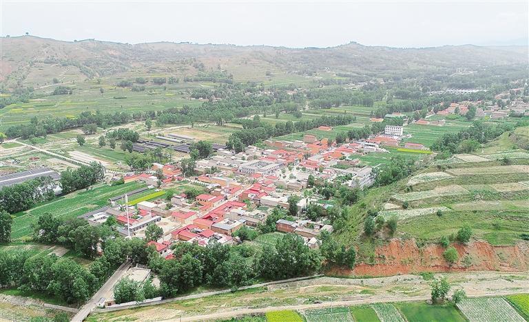 临夏州积石山县投资380余万元在关家川乡何家村实施了风貌改造项目