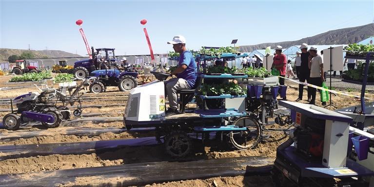 兰州市榆中县举办蔬菜生产机械化技术演示会