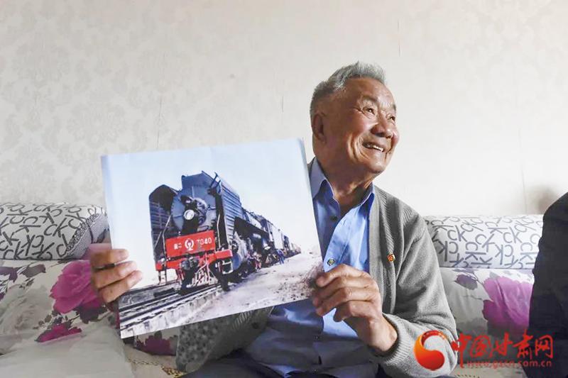 """人民铁路为人民 小小""""闸把""""在三代人接续传承"""