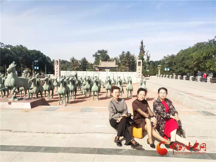 """国庆假期""""坐上了火车游武威""""——""""中颐号""""旅游专列到站啦"""
