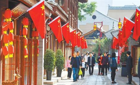 【祖国颂·陇原新气象】游客在天水西关古城参观游览