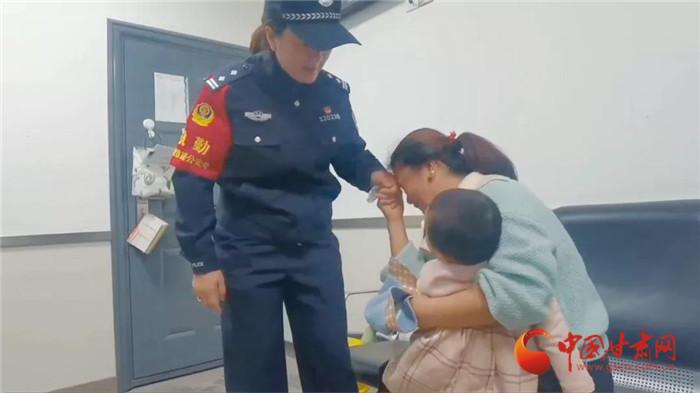 2岁半幼童在兰州火车站走失 铁路民警帮忙一小时找到
