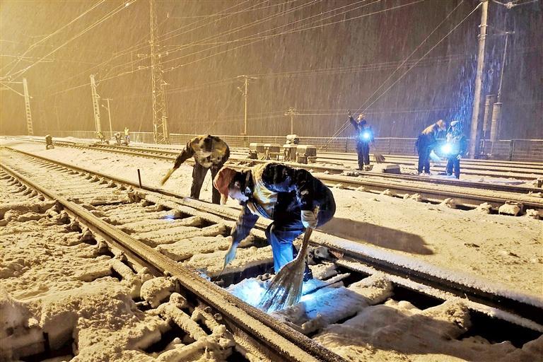 甘肃河西地区降雪 兰新铁路沿线启动紧急预案