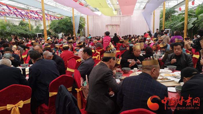 兰州:80位老人集体过生日 这场重阳节联欢会获好评