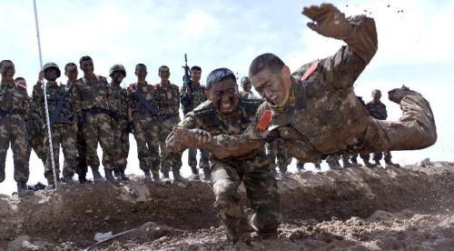 【图片故事】新疆边防机动支队开展体能极限训练