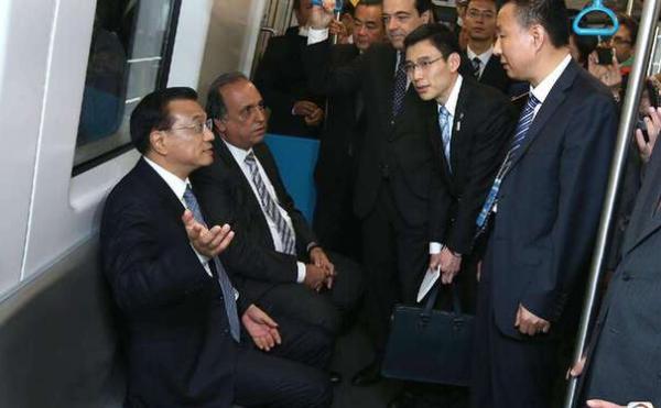 【图片故事】李克强总理出访微镜头:海外体验中国制造