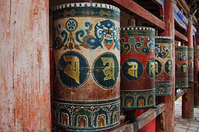 塔尔寺内的转经桶