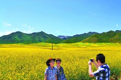 夏日的甘肃民乐扁都口高原生态旅游风景区风光如画