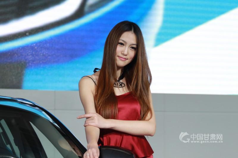 2011兰州国际车展 美女车模争艳